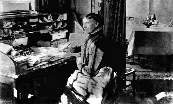 Clara Barton at desk, Red Cross HQ, 1905